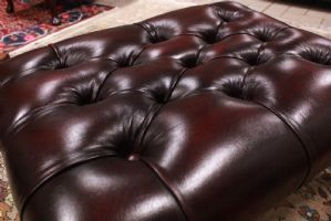 Pouf puff chesterfield originale inglese in pelle colore bordeuax England