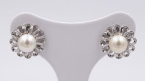 Earrings in white gold and pearls from the 50s