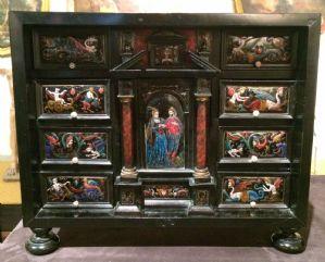 Cabinet in legno ebanizzato con smalti
