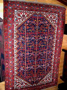 Hot Persian carpet Malayer, the color scheme almost entirely vegetable. Persia 1930 ca OBJECT IN PROMOTION. PRICE UNEXPECTED