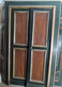Es führt zu dem Mittelrahmen. Frames in Mekka und dekoriert Platten in Holzoptik