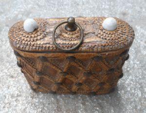 Bella tabacchiera alpigiana in legno di betulla e cuoio