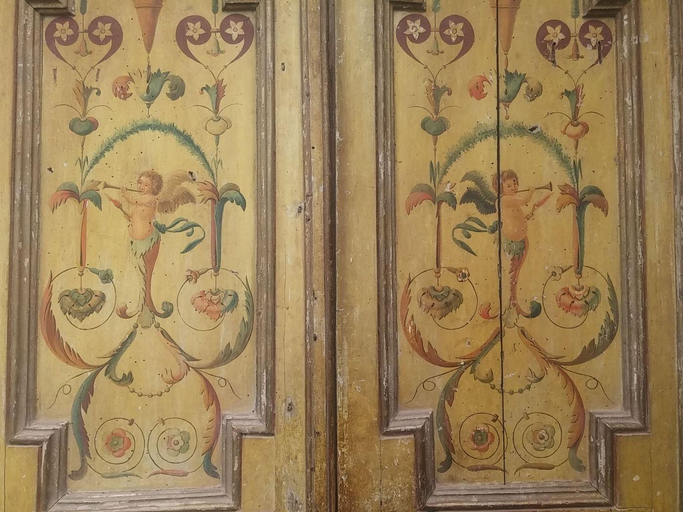 thumb2|porta dipinta