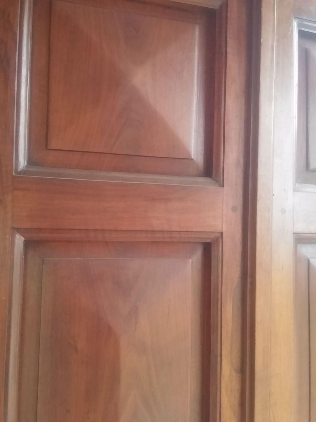 thumb2|Tür mit 2 Türen