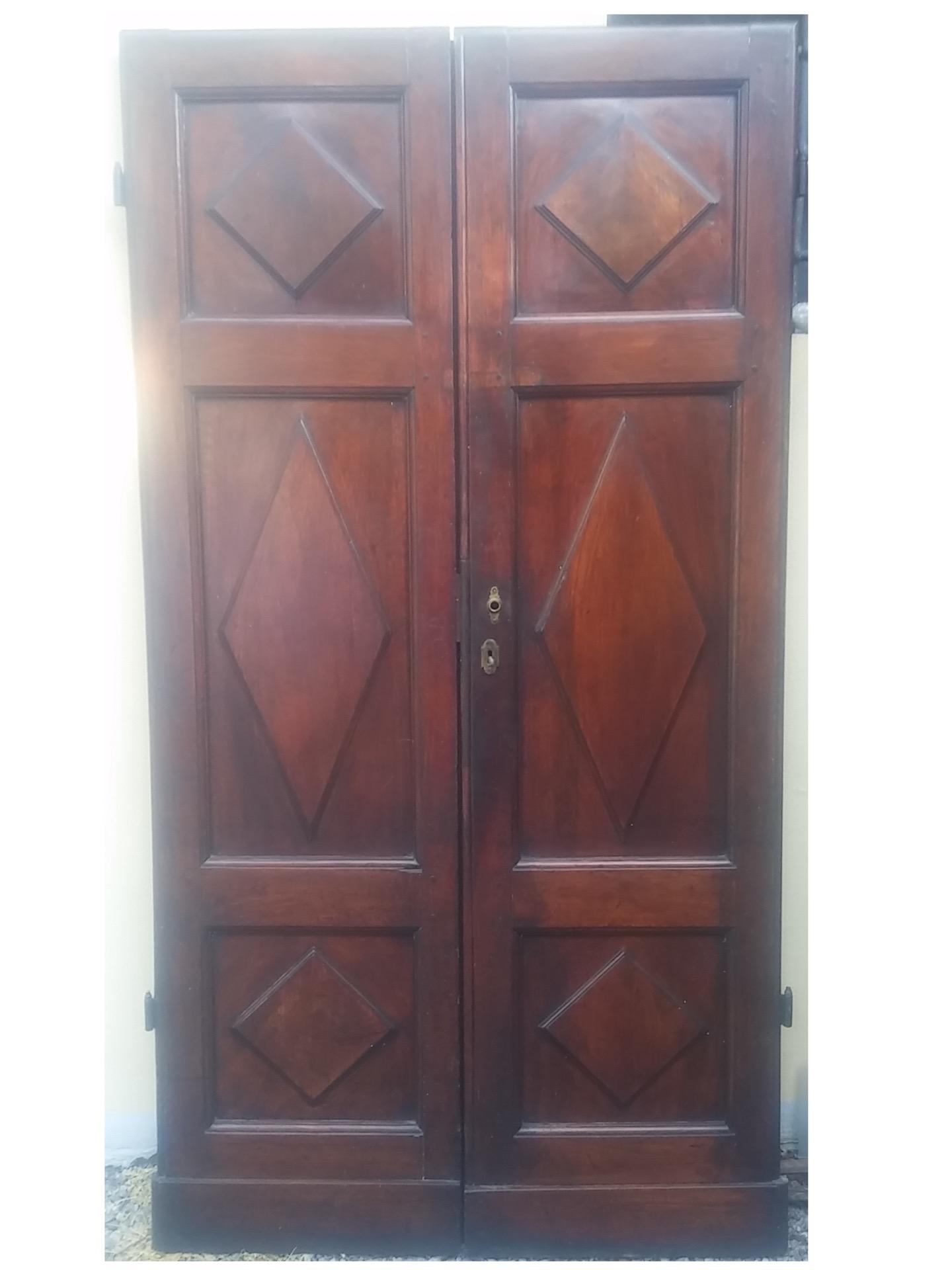 thumb2|porta in noce