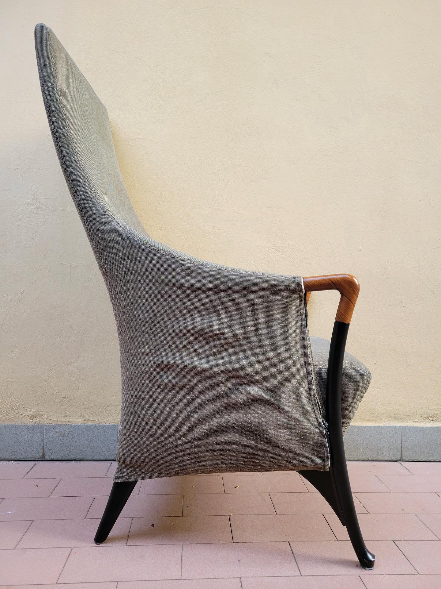 thumb2|Poltrona bergère Projects em tecido verde - Giorgetti