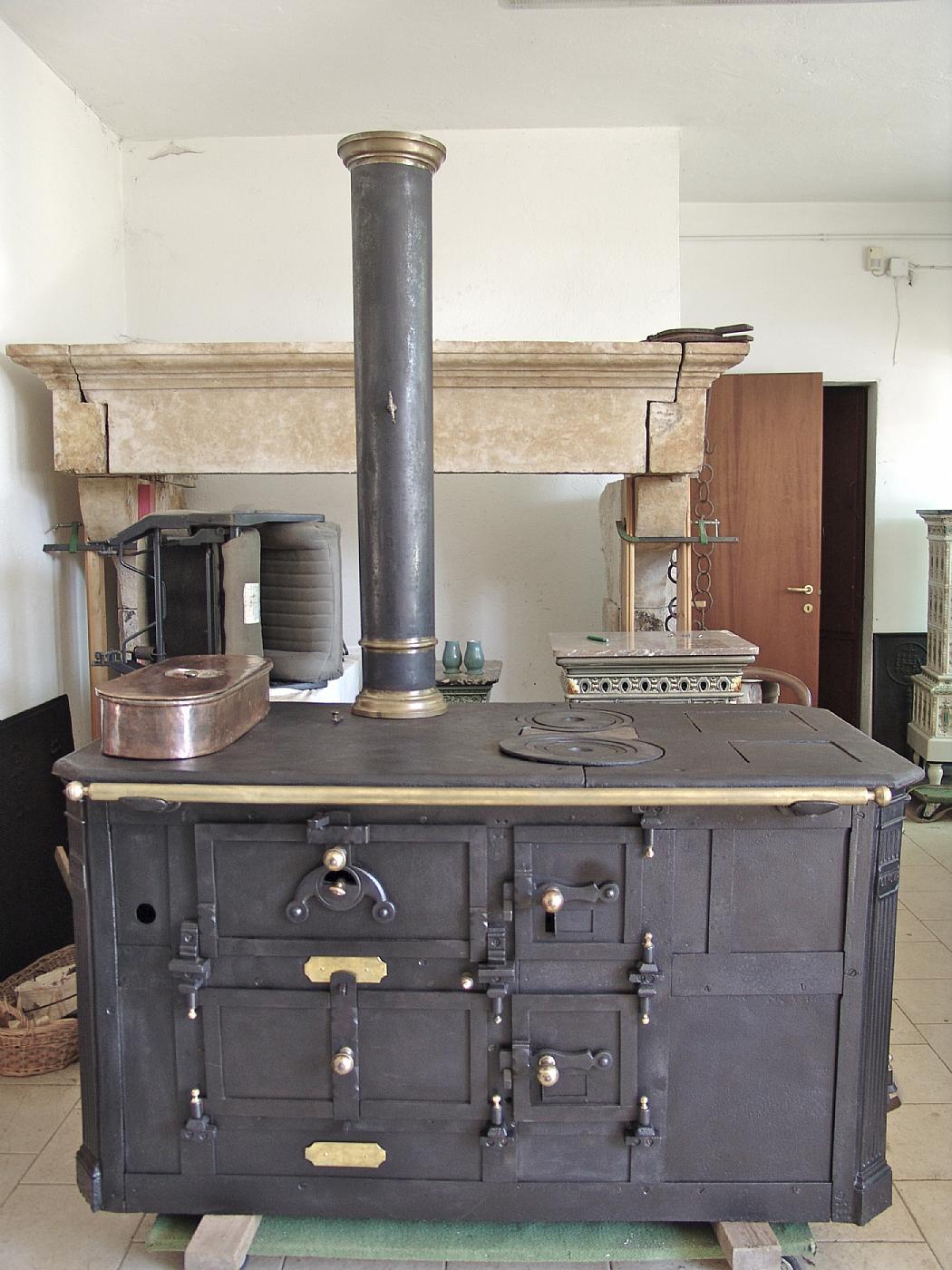 Stufa cucina piemontese antiquariato su anticoantico - Cucina piemontese torino ...