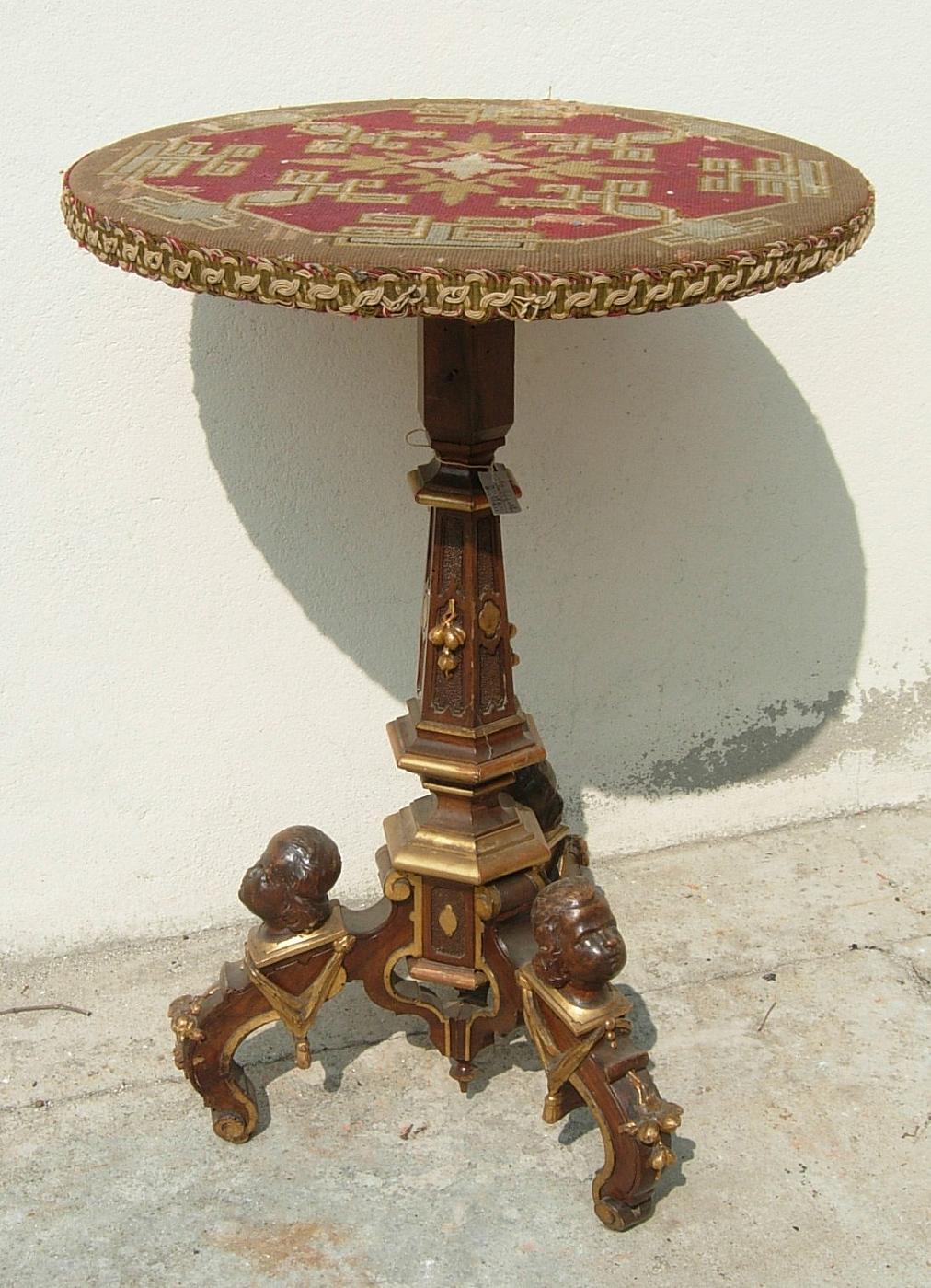 Tavolo con stoffa antiquariato su anticoantico - Stima mobili antichi ...