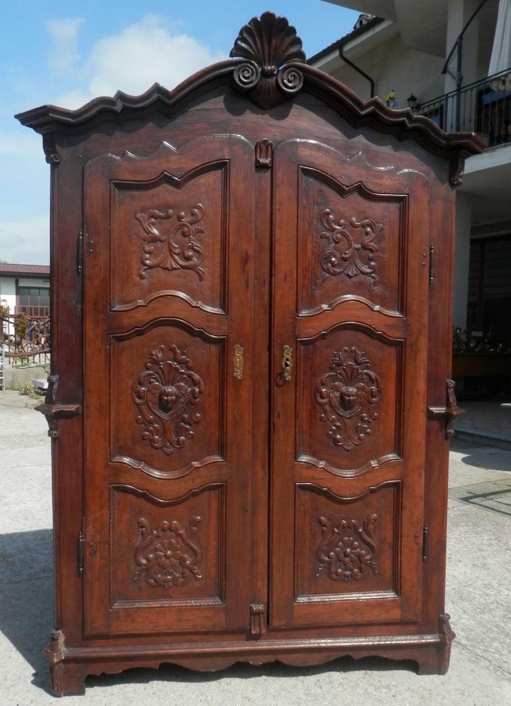 Armadio del 1700 riccamente scolpito antiquariato su - Stima mobili antichi ...