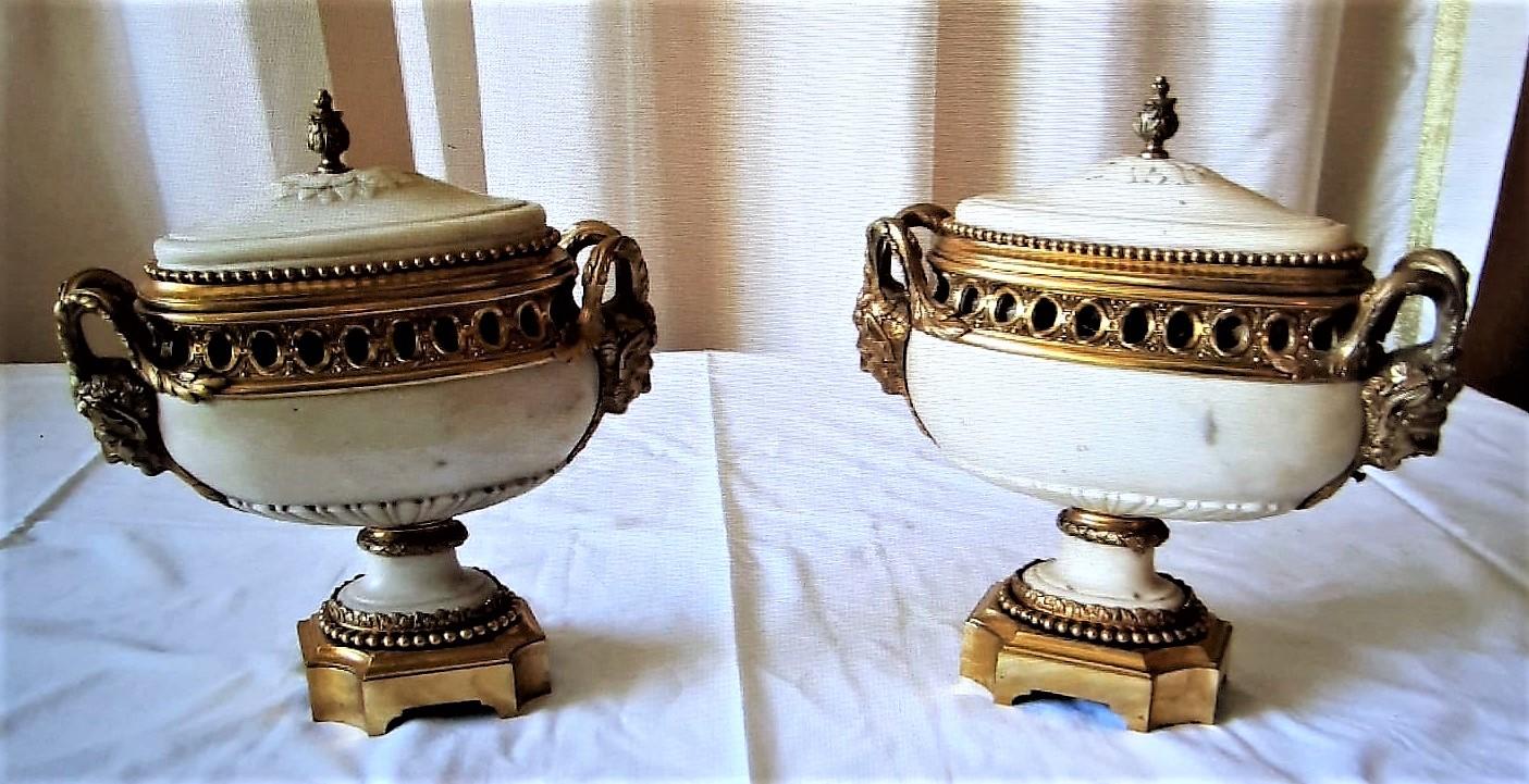 thumb2|Coppia di vasi ovali potpurris.