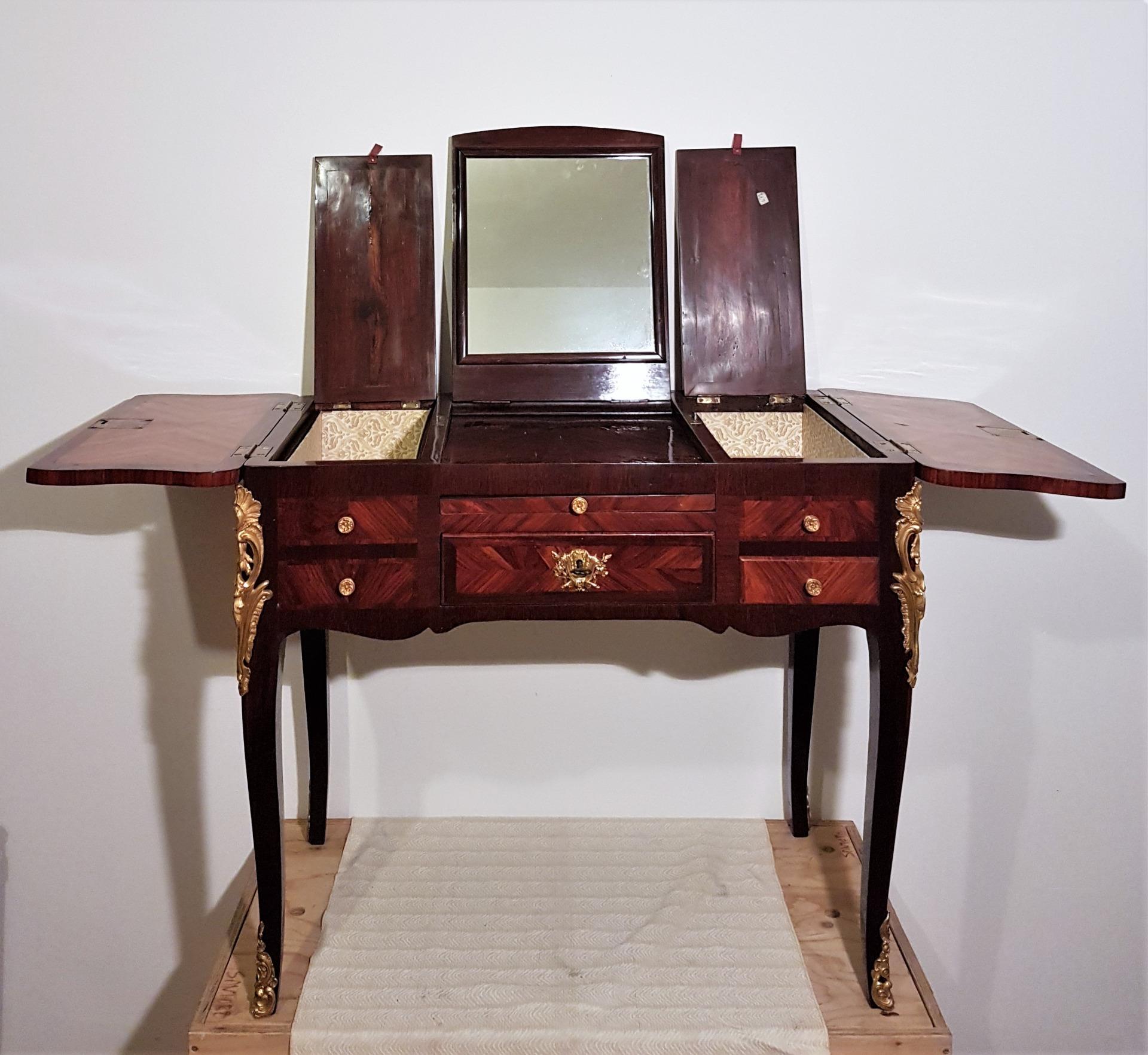 thumb2|Coiffeuse (Туалетные принадлежности) восемнадцатого века Ф. Рейзеля