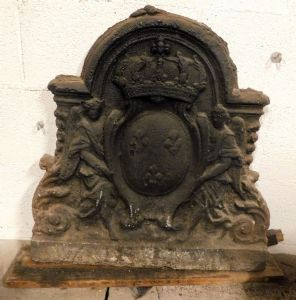 p139 cast iron plate with crown and angels cm 60 x 62 h""