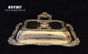 Tray with cloche