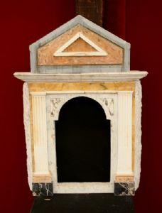 Antico ciborio in marmo. Epoca 1800.