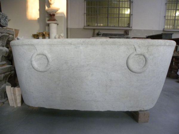 Vasca in marmo bianco di carrara con anelloni - Bagno stile impero ...