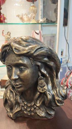 Scultura in bronzo contemporanea di grande dimensione