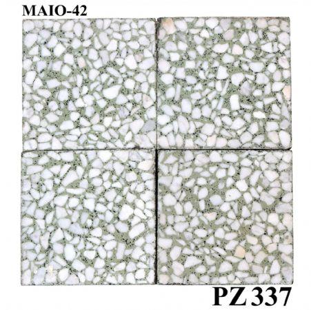 Antica pavimentazione in graniglia. cm 20x20.