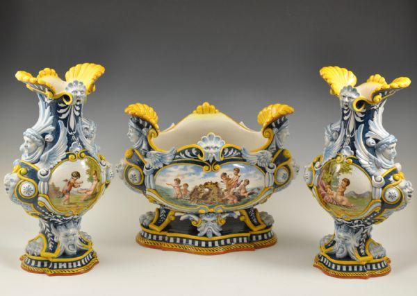 Trittico (centrotavola e coppia di vasi istoriati) <br>Manifattura Ginori, Doccia (Firenze) 2ª metà '800