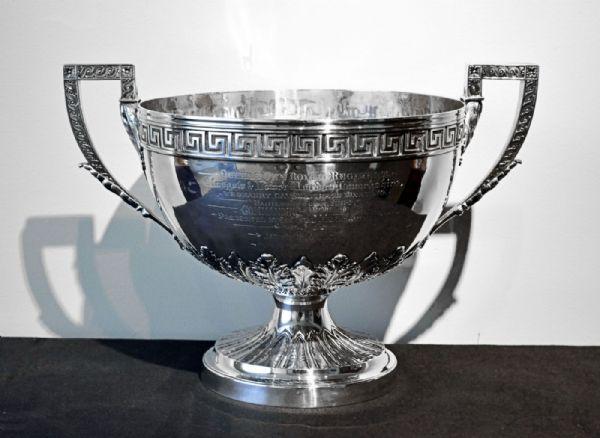 Trofeo in argento inciso e datato 1884
