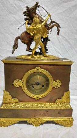 Orologio da tavolo in bronzo dorato e brunito epoca Napoleone III Francia