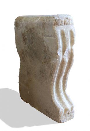 Mensola antica in marmo. Epoca 1500.