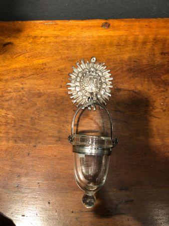 Acquasantiera in argento sbalzato con coppa in cristallo.Punzone Stato Pontificio.