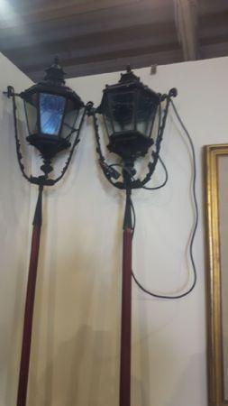 Due lampioni da esterno in ferro battuto - Prima metà dell'800