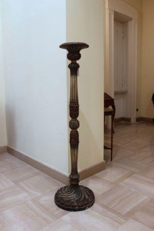 Colonna in legno laccato e dipinto