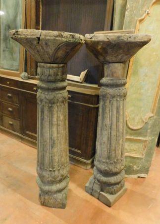 dars329  coppia di colonne in legno h 138 ,diam. cm26/28 -  capitello   40 x 40,  ep. '500