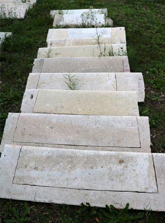 Antica scalinata in pietra. Epoca 1800.