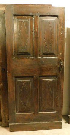 pti686 - porta in noce con pannelli losangati, epoca '700, provenienza Piemonte, misura cm l 87 x h 194
