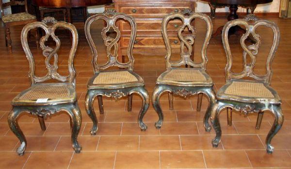 Quattro antiche sedie laccate epoca 1700 antiquariato for Mobili antichi 1700