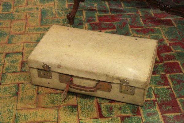 Valigia vintage in pergamena