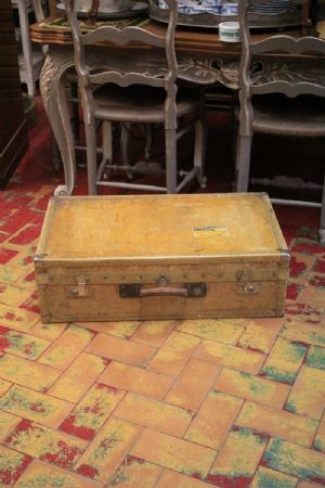 Grande valigia vintage in pergamena