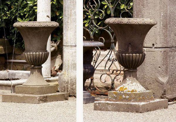 Coppia di antichi vasi in pietra. Epoca 1800.