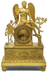 Reloj con Eros en reposo y friso de querubines, siglo XIX