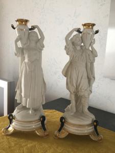 Duas estátuas de cerâmica