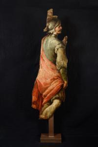 Figura in legno dipinto raffigurante soldato romano