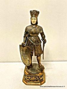 Figura antigua con armadura de plata alemana, probablemente Fernando de España