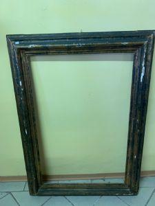 Cornice il legno laccato del XVII secolo , cm 103,5 x 67 (luce ) , 106 x70 battuta interna .