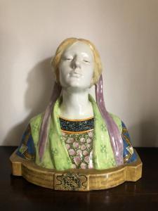 Busto in maiolica,Beatrice.Manifattura Minghetti.Bologna.