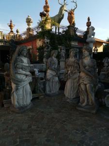 estatuas de piedra 4 estaciones
