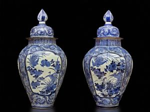 PAIR OF OCTOGONAL BIG VASES WITH COVER