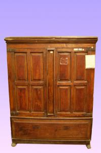 Antique Spanish cupboard from 1700