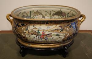始于1900年的亚洲瓷器古董大型核心