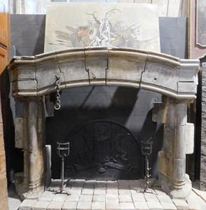 chp325 - camino in pietra gotico, epoca 1300/1400, cm h 220 x l 313 x p. 80