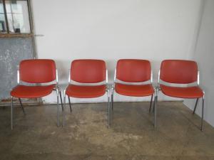 красный Кастелли Пиретти офисные стулья 70-х годов