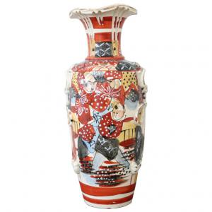 Antique Japan hand painted satsuma vase in hand-painted ceramic
