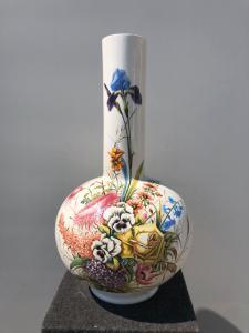 Vaso in terraglia con decoro floreale policromo.Nove di Bassano.