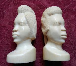 Coppia di teste africane in avorio anni '30